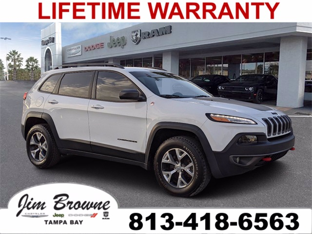 PRE-OWNED 2016 JEEP CHEROKEE TRAILHAWK WITH NAVIGATION & 4WD
