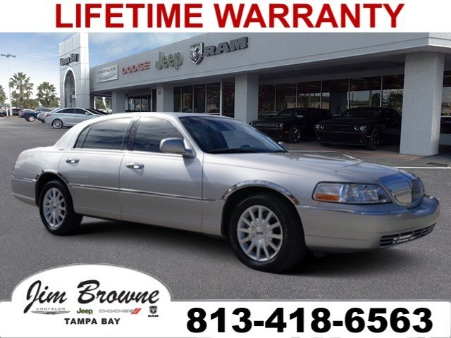 PRE-OWNED 2007 LINCOLN TOWN CAR SIGNATURE RWD 4D SEDAN